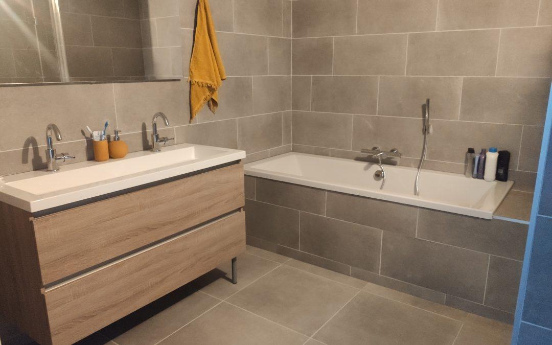 Badkamer – installatie en tegelwerk.